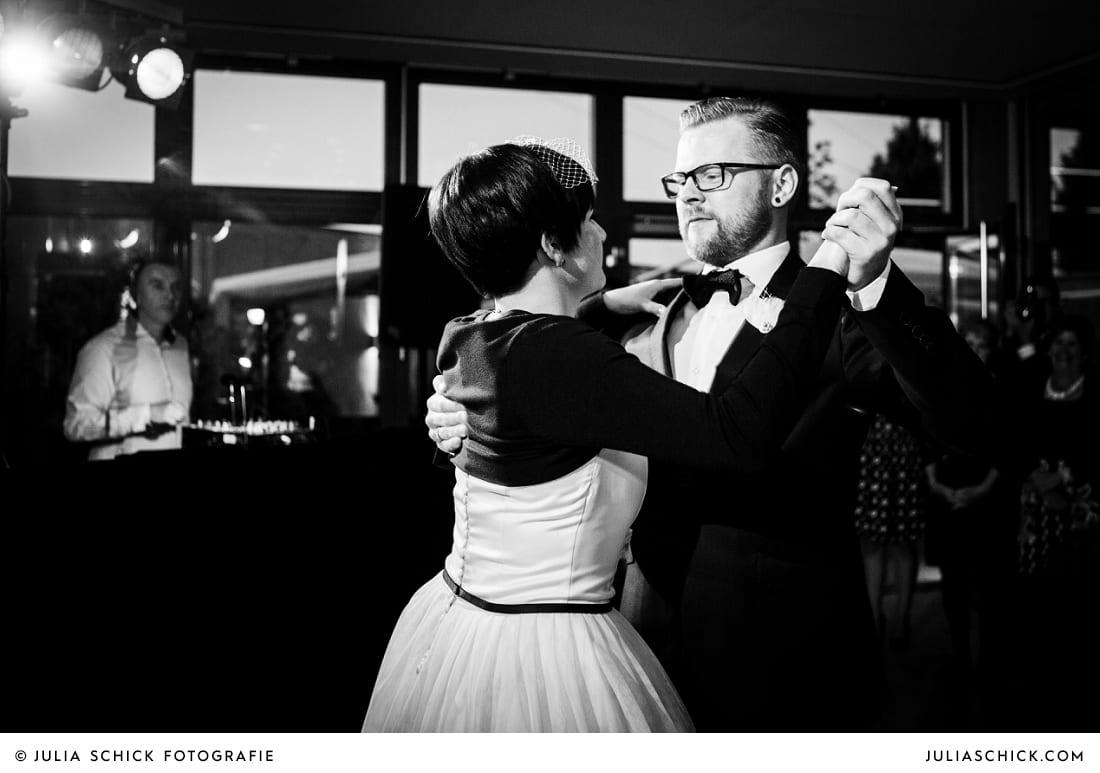 Braut und Bräutigam bei Eröffnungstanz in Hamm