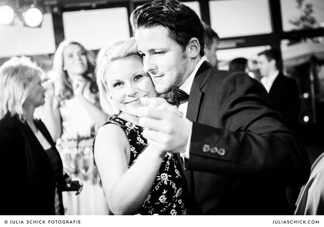 Gäste tanzen bei Hochzeit in Hamm