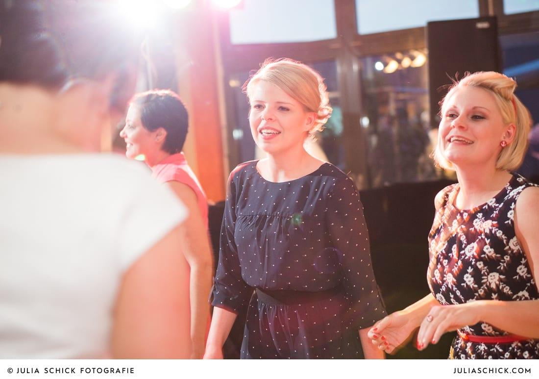 Gäste tanzen auf Hochzeit in Hamm