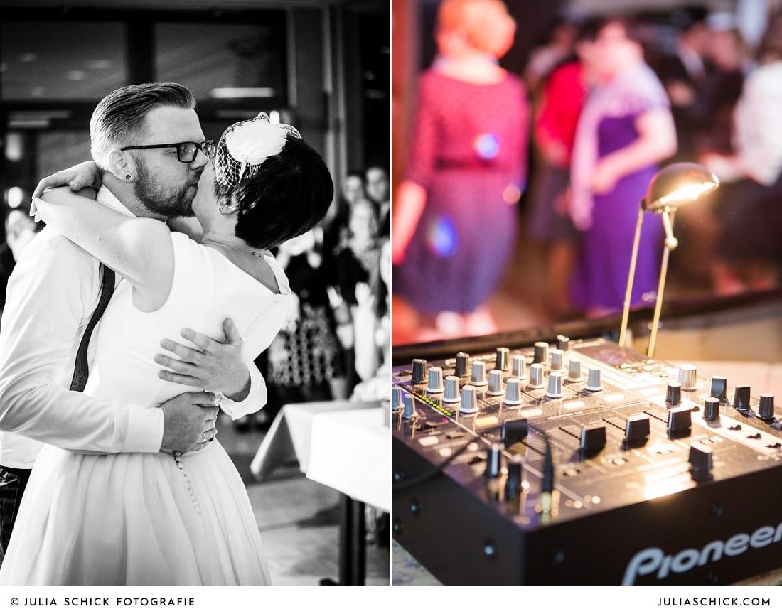 Bräutigam küsst Braut auf Tanzfläche bei Hochzeit in Hamm