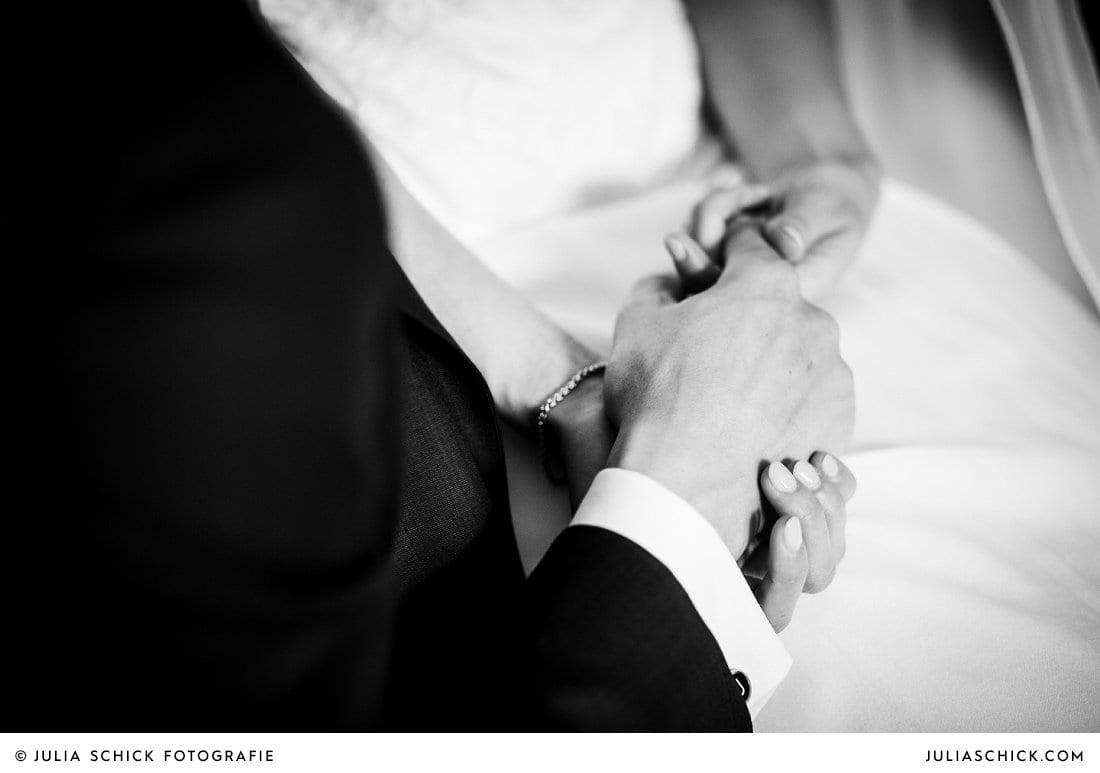 Hände von Braut und Bräutigam bei Hochzeit in Ahaus Alstätte