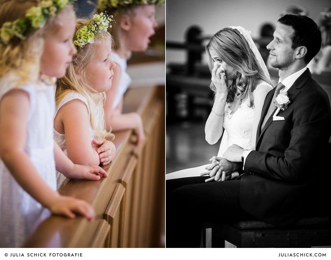 Weinende Braut und Blumenkinder während kirchlicher Trauung in der Kirche St. Mariä Himmelfahrt in Ahaus Alstätte