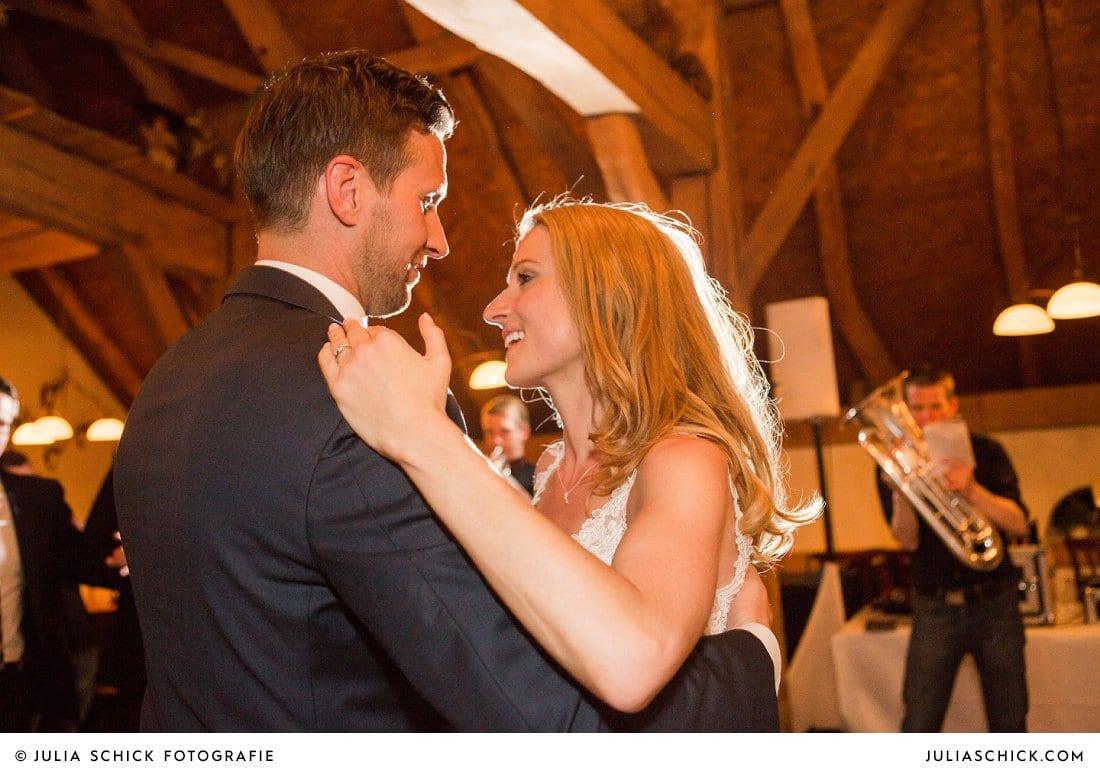 Eröffnungstanz bei Hochzeitsfeier in der Festscheune Haarmühle in Ahaus Alstätte