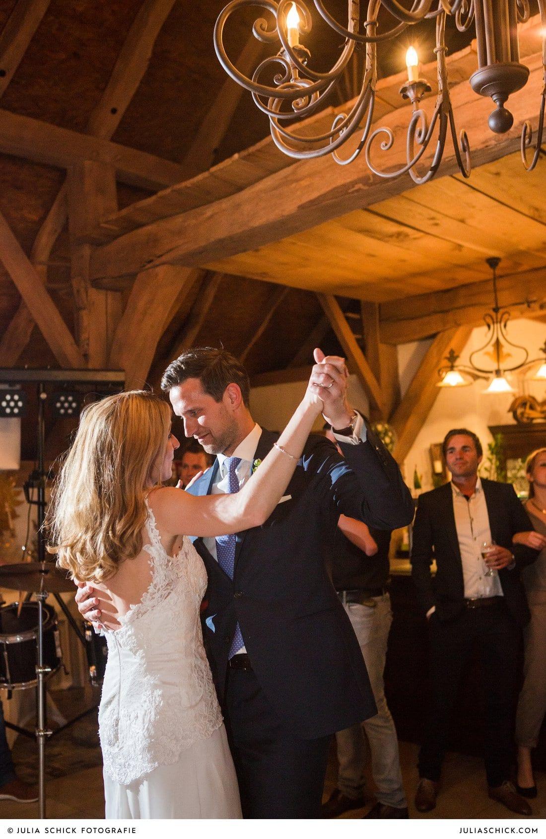 Hochzeitstanz in der Festscheune der Gaststätte Haarmühle in Ahaus Alstätte