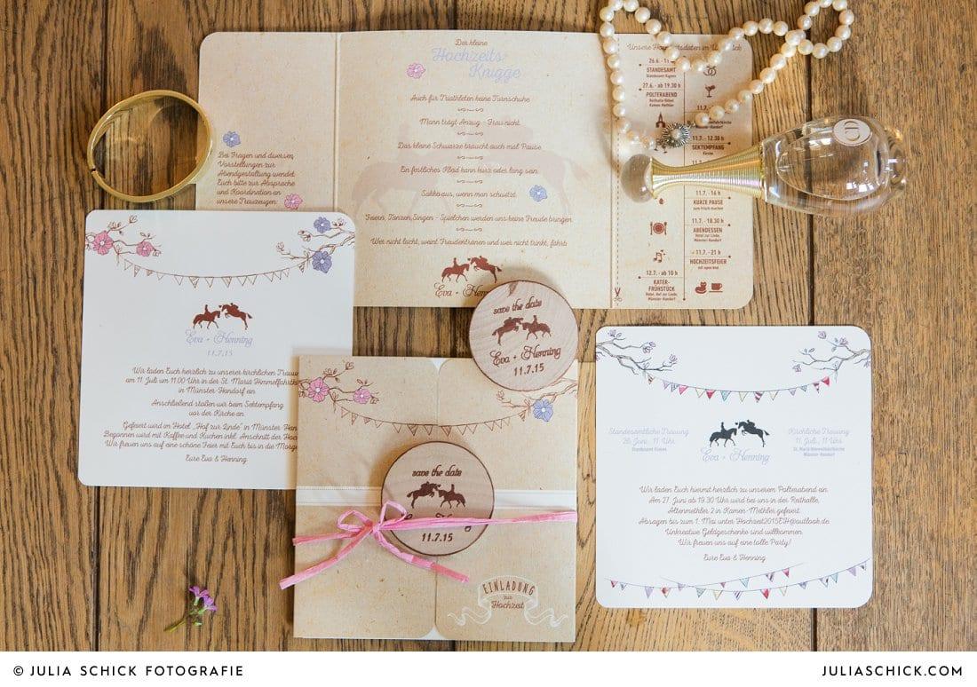 Hochzeitseinladung und Hochzeitspapeterie und Brautaccessoires mit Pferdemotiv