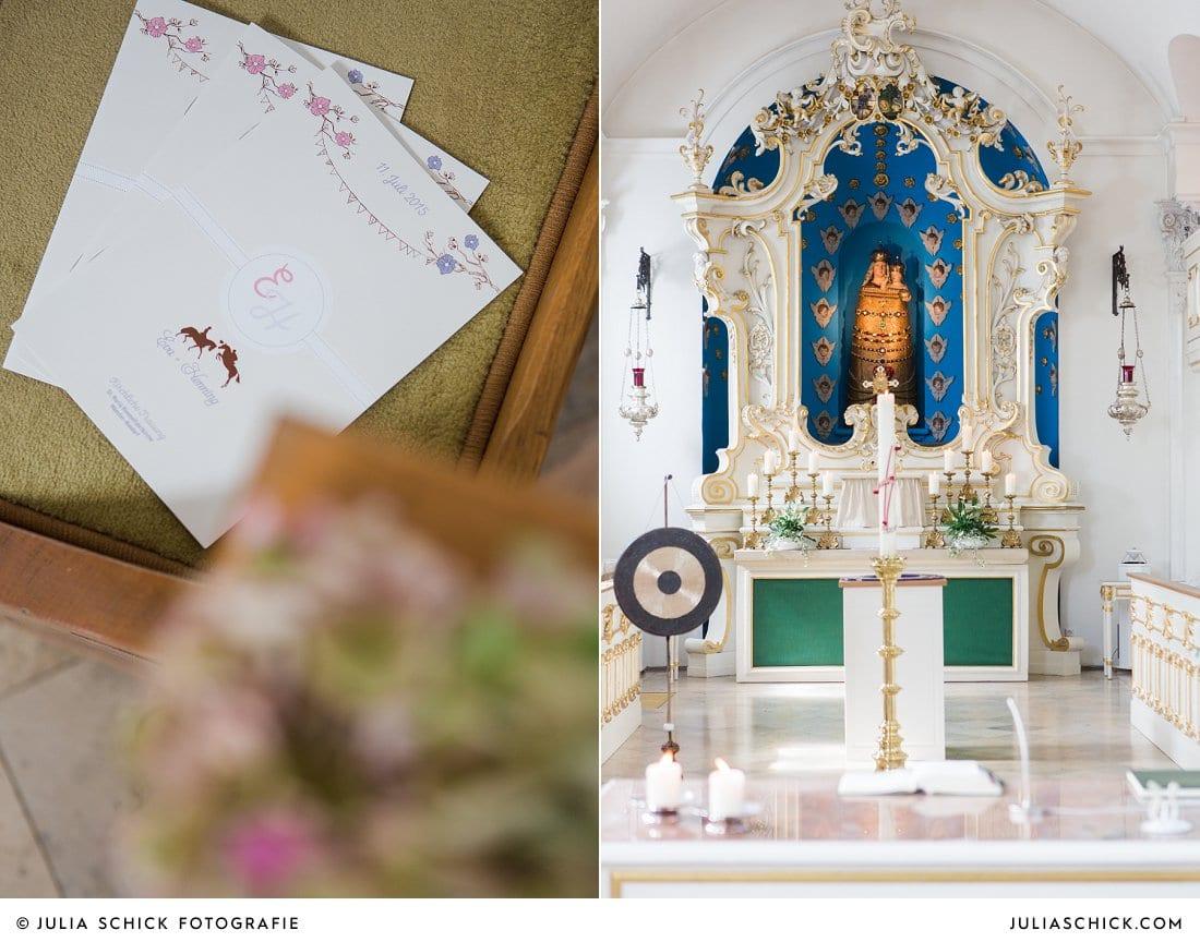Kirchenheft und Altar bei Hochzeit in der Dyckburgkirche in Münster Handorf