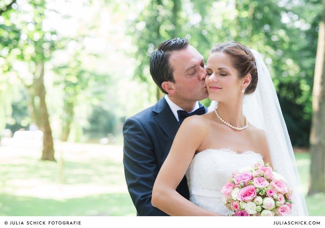 Brautpaar auf dem Hof zur Linde