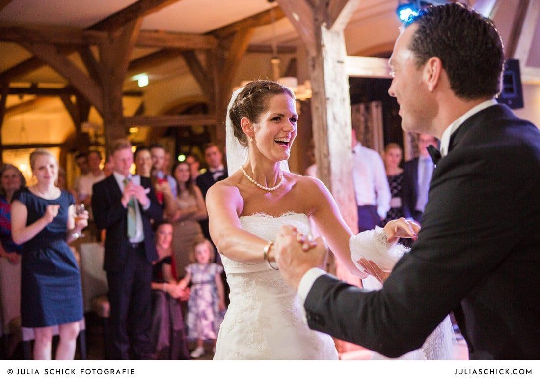 Eröffnungstanz des Brautpaares bei Hochzeit im Hof zur Linde Münster
