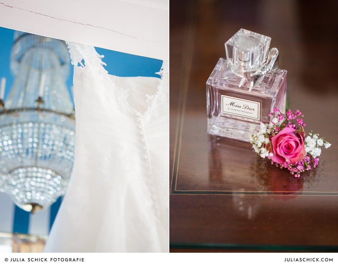 Brautkleid und Parfüm der Braut im Turmsalon der Schlossruine Hertefeld in Weeze