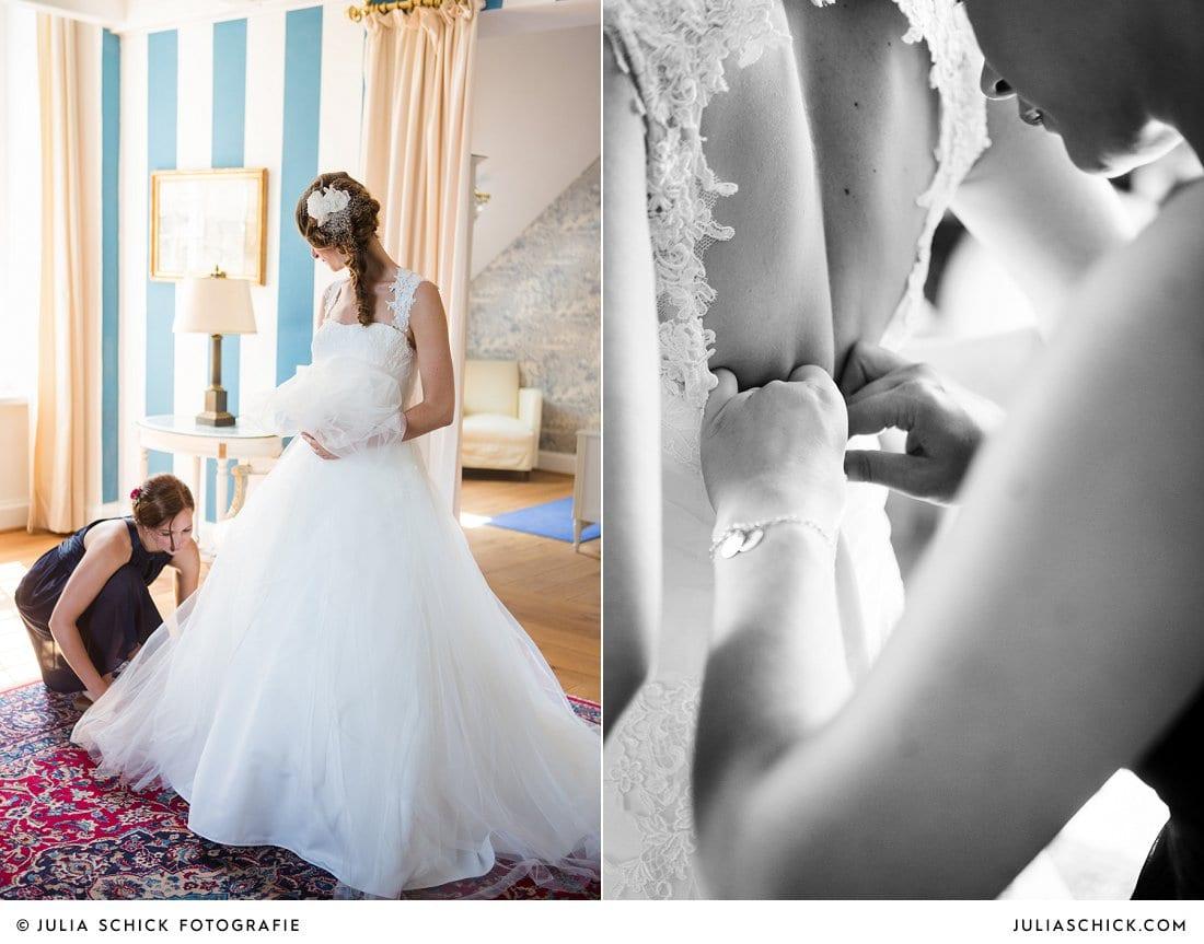 Ankleiden der Braut im Turmsalon der Schlossruine Hertefeld in Weeze