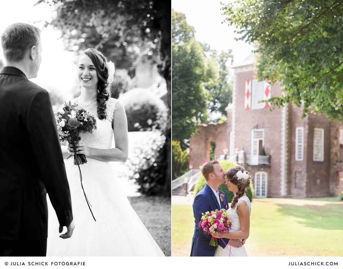 First Look des Brautpaares an der Schlossruine Hertefeld in Weeze