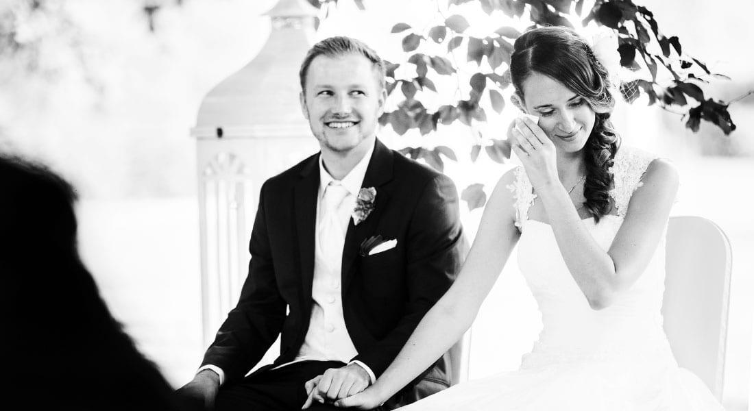 Hochzeitsreportage von Hochzeitsfotografin Julia Schick von einer freien Trauung an der Schlossruine Hertefeld in Weeze