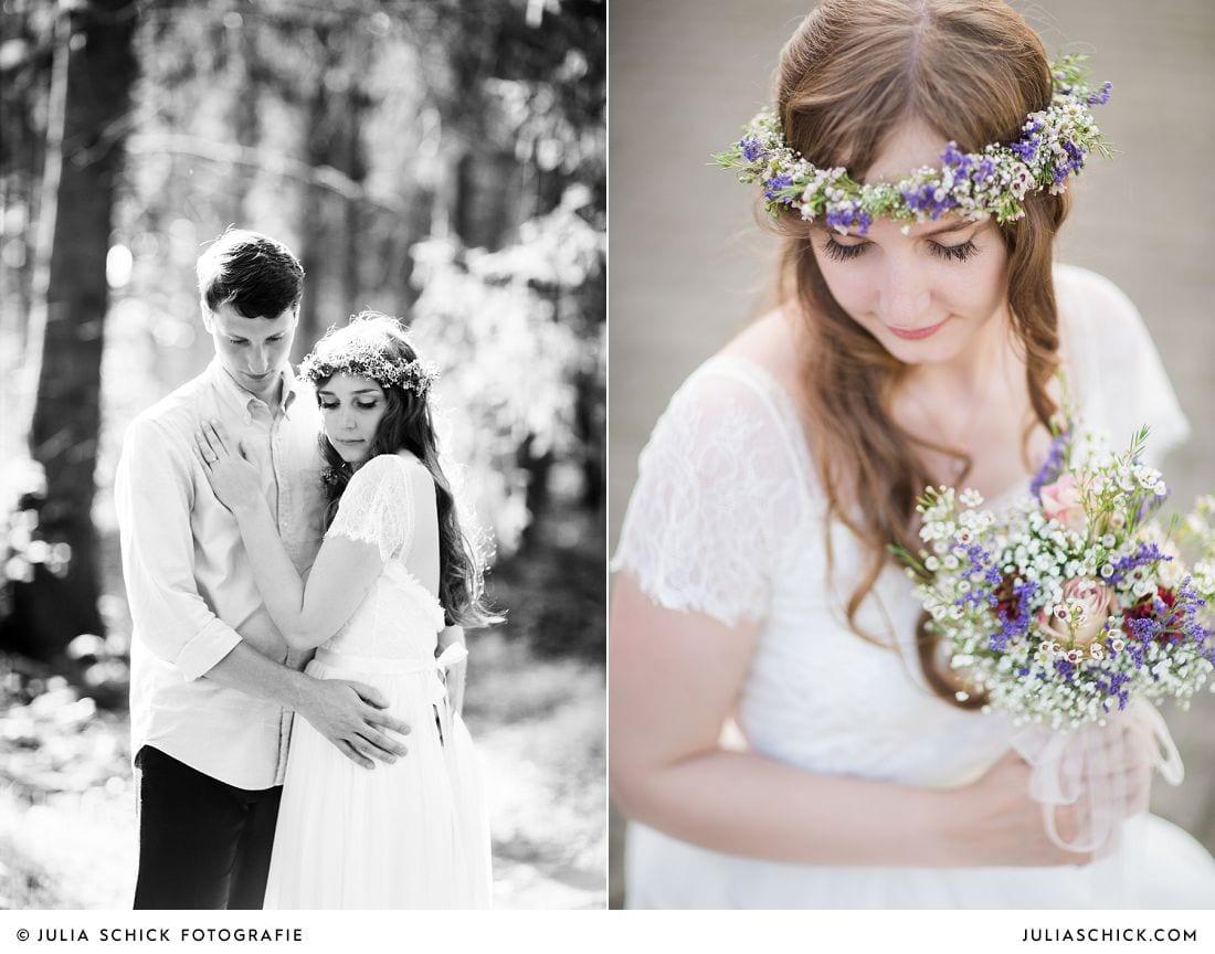 Boho Braut mit buntem Brautstrauß. Schwarz-Weiß Bild von Brautpaar im Wald