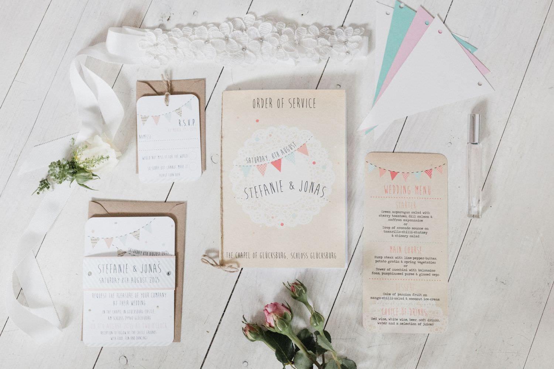 Hocchzeitseinladungen und Hochzeitspapeterie im Vintage Boho-Stil für eine Hochzeit auf Schloss Glücksburg