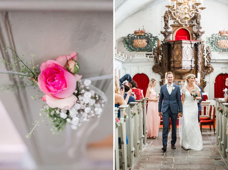 Bankdekoration und Auszug des Brautpaares bei kirchlicher Hochzeit in der Kapelle von Schloss Glücksburg