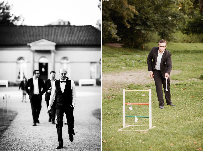 Hochzeitsgäste spielen auf der Wiese vor der Orangerie von Schloss Glücksburg