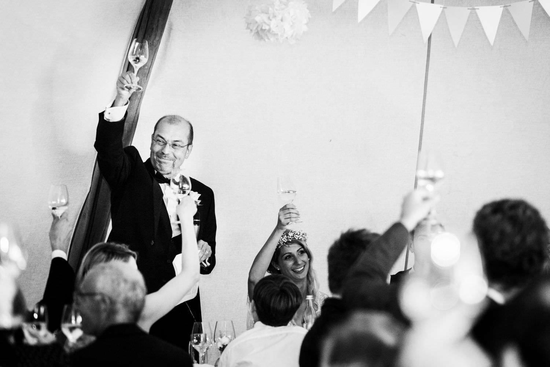 Rede des Brautvaters bei Hochzeit im Tipi