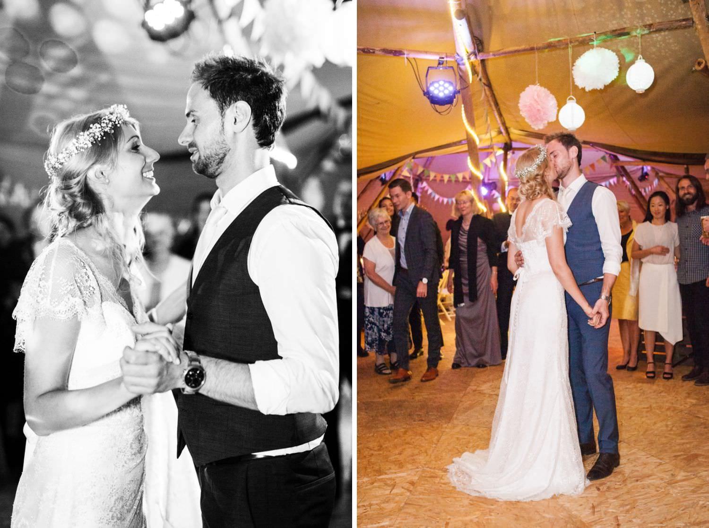 Hochzeitstanz des Brautpaares auf Tanzfläche im Tipi bei Boho-Hochzeit