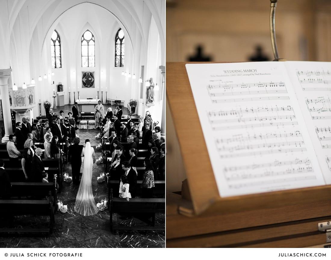 Einzug der Braut in der Sankt Antonius Kirche in Leverkusen Wiesdorf