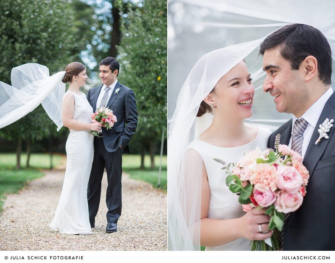 Braut mit Kathedralenschleier bei Hochzeitsfotoshooting auf Schloss Eicherhof in Leichlingen