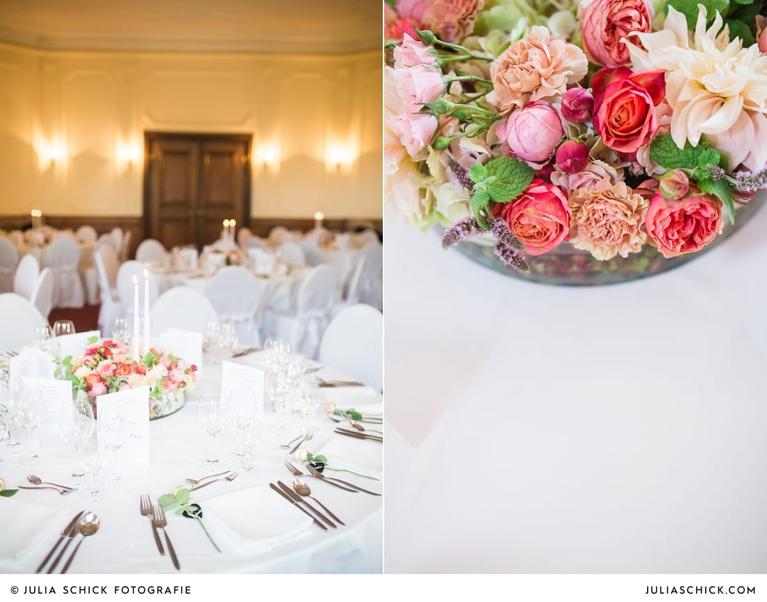 Festliche gedeckte Tische bei Hochzeitsfeier auf Schloss Eicherhof in Leichlingen