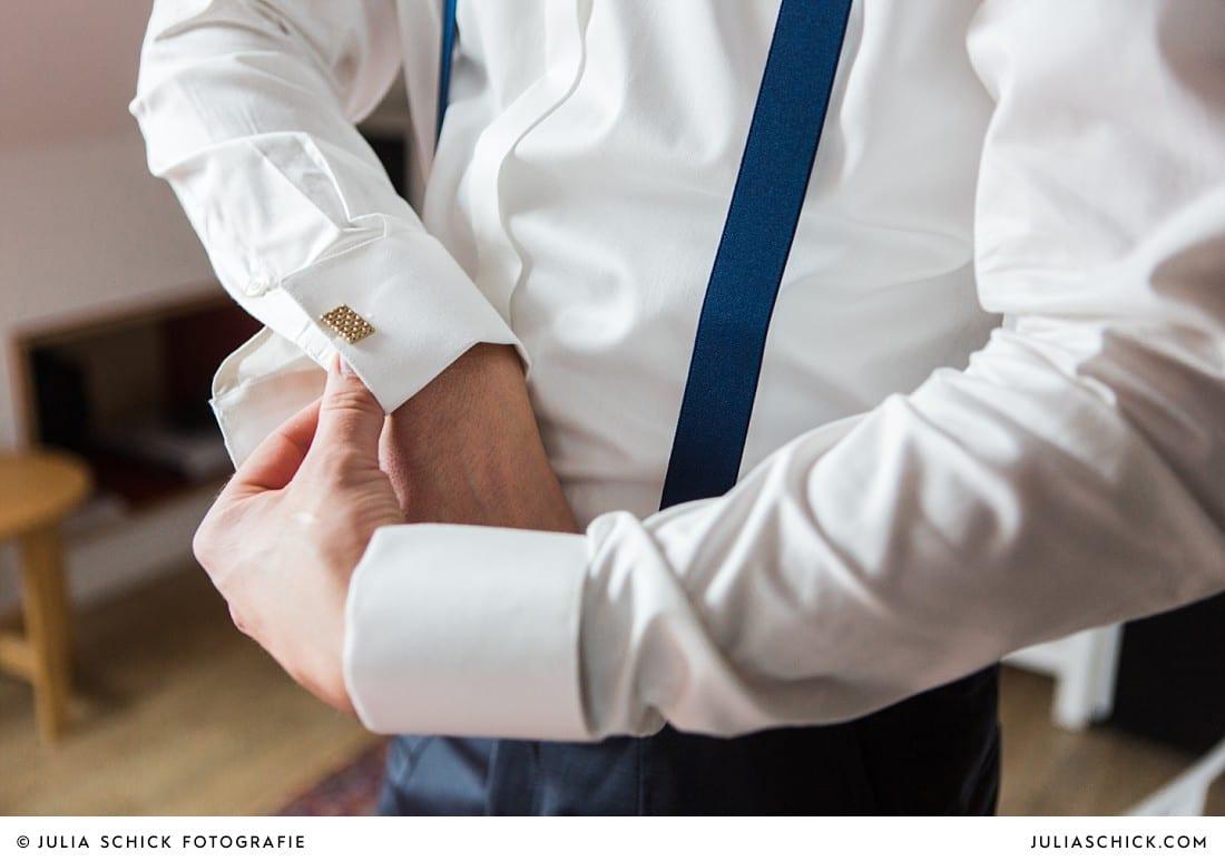 Manschettenknöpfe des Bräutigams bei Hochzeitsfeier in Lüdinghausen