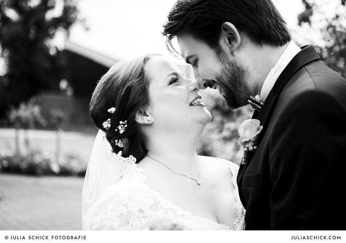 First Look bei Hochzeitsfotoshooting im Rosengarten Seppenrade