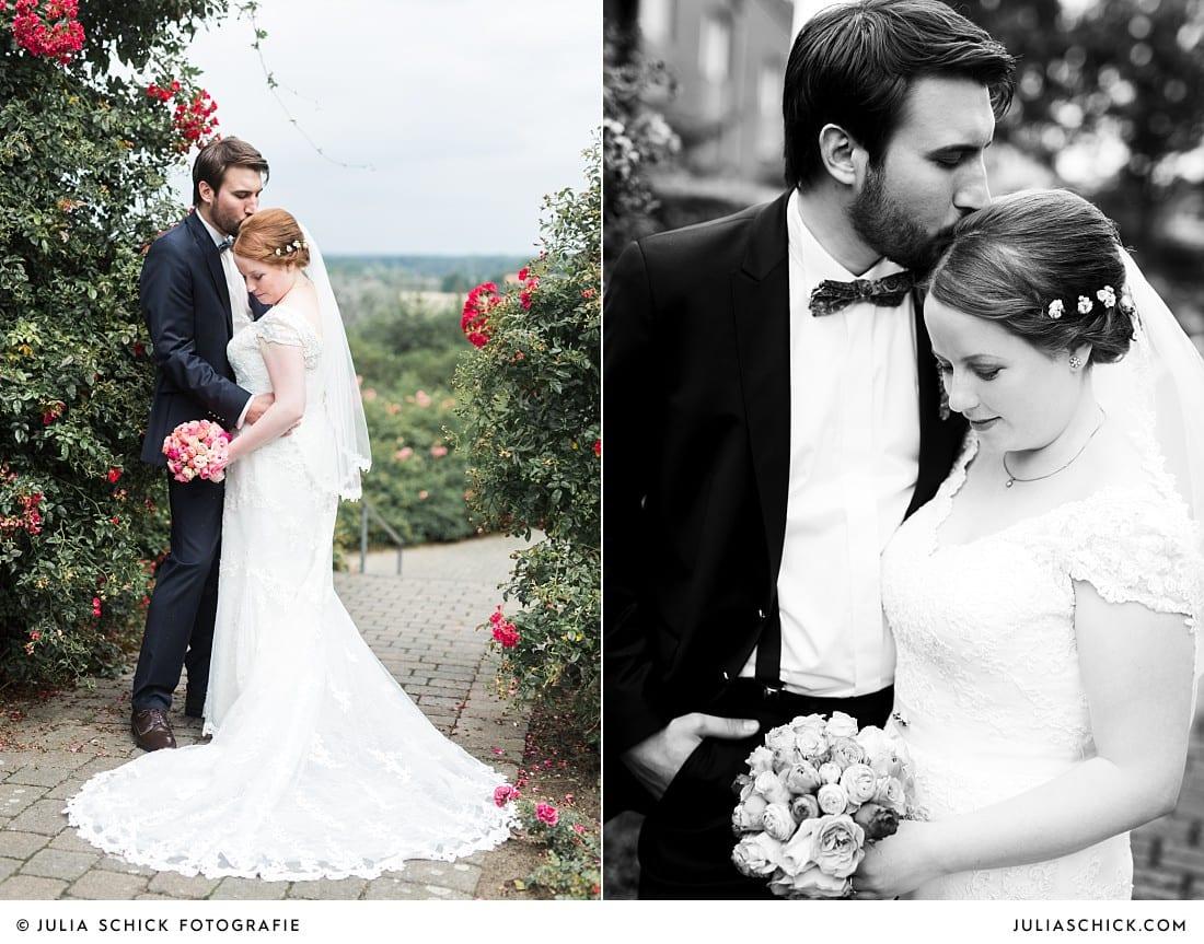 Küssendes Brautpaar im Rosengarten Seppenrade