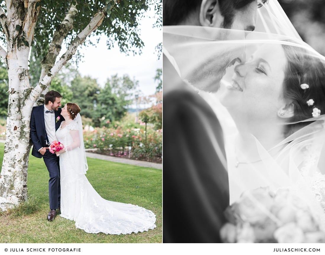 Brautpaar bei Hochzeitsfotoshooting im Rosengarten Seppenrade
