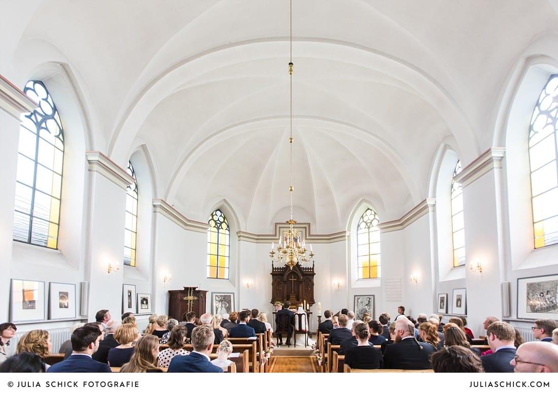 Innenraum der evangelischen Kirche in Lüdinghausen während einer kirchlichen Trauung