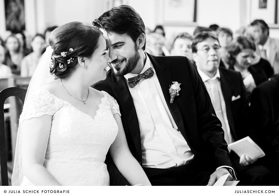 Brautpaar während der Messe in der evangelischen Kirche Lüdinghausen