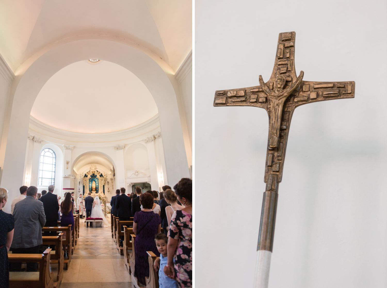 Gang und Kreuz bei kirchlicher Trauung in der Dykburgkirche in Münster Handorf