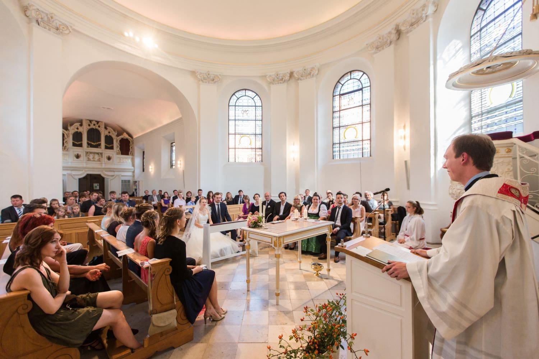 Hochzeitsgesellschaft in der Dyckburgkirche in Münster Handorf