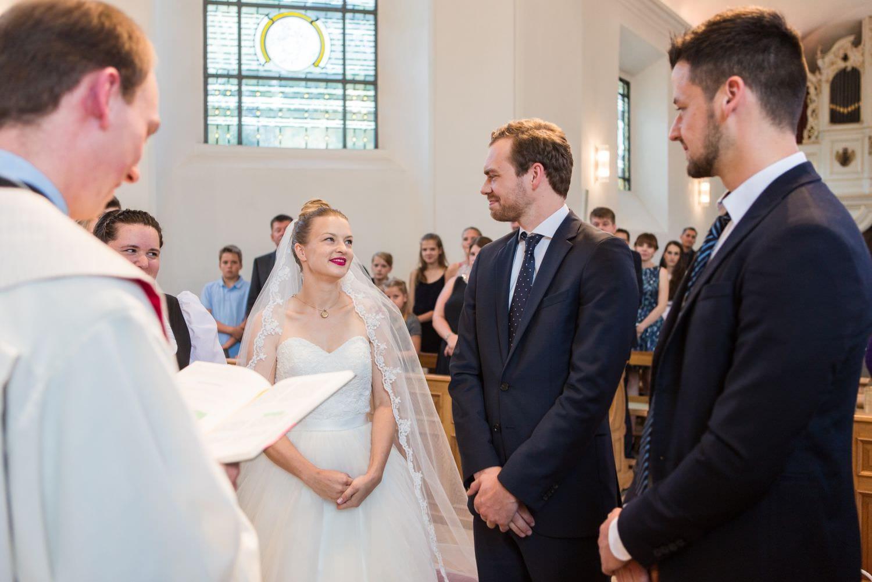 Brautpaar vor dem Ringtausch bei kirchlicher Trauung in Münster Handorf