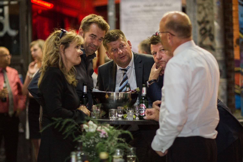 Hochzeitsgäste bei Hochzeitsfeier im Skaters Palace