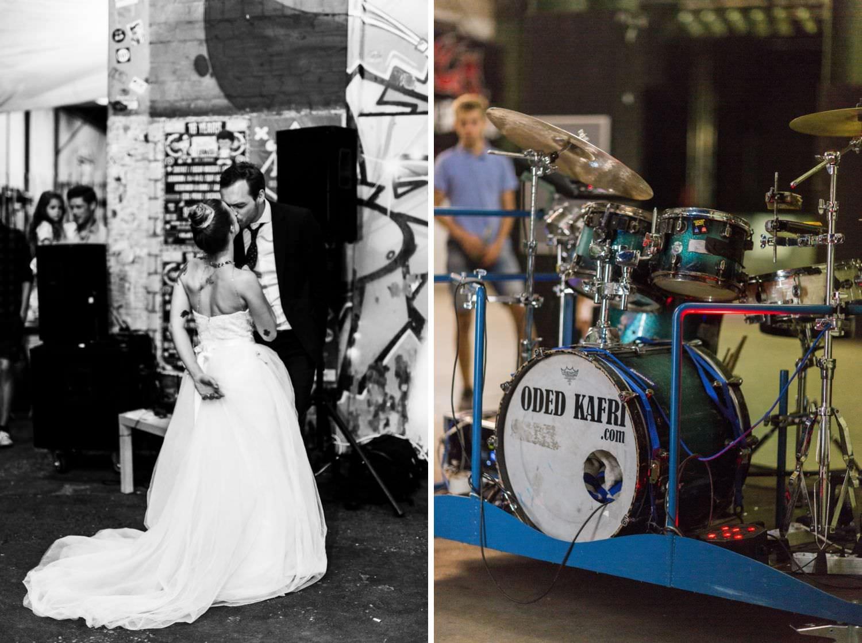 Schlagzeug von Drummer Oded Kafri und küssendes Brautpaar vor dem Skaters Palace in Münster