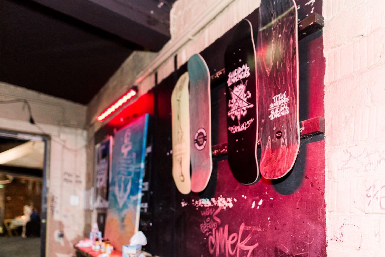 Skateboasrds an der Wand vom Skaters Palace
